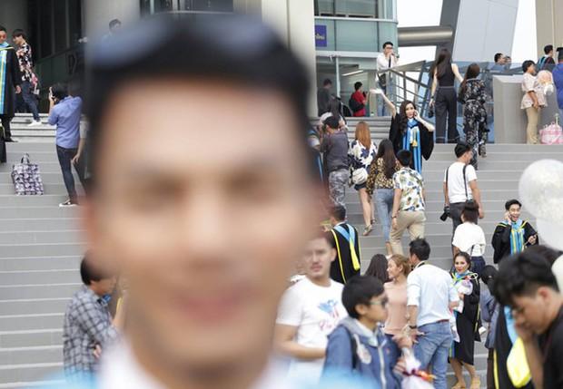 Nhờ bạn thân chụp bộ ảnh tốt nghiệp, anh chàng trở thành nam phụ mờ nhạt chỉ vì một lý do bất ngờ - Ảnh 9.