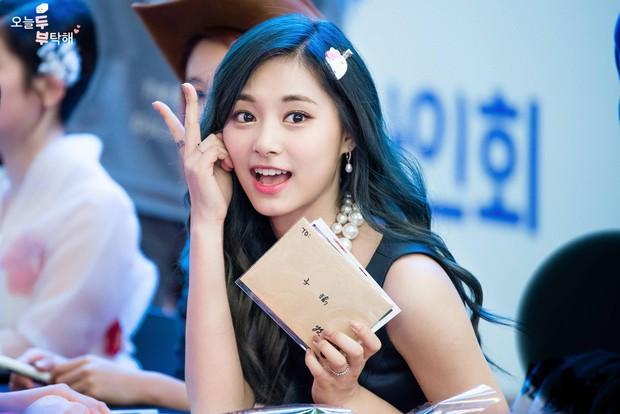Chuyện thật như đùa: Nữ idol bị chê xấu nhất lịch sử Kpop hiện còn hot hơn cả Irene, Yoona và loạt nữ thần khác - Ảnh 12.
