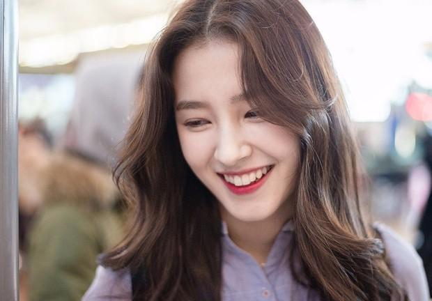 Chuyện thật như đùa: Nữ idol bị chê xấu nhất lịch sử Kpop hiện còn hot hơn cả Irene, Yoona và loạt nữ thần khác - Ảnh 6.