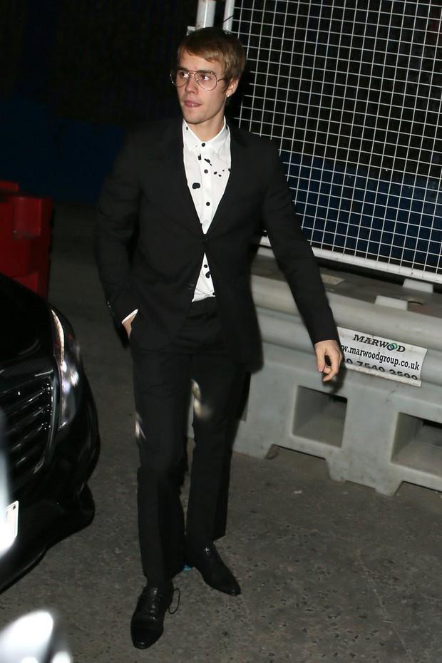 Tái hợp thành công với Justin Bieber, Selena Gomez phải sắm ngay kính giống bạn trai - Ảnh 2.