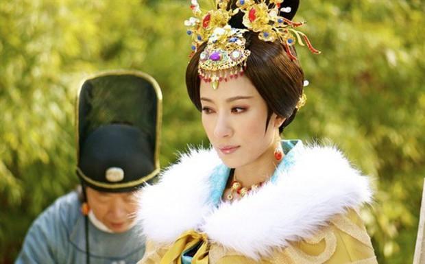 Không phải mỹ nhân, tính tình tàn độc lại hơn vua đến 19 tuổi nhưng người phụ nữ này vẫn khiến Hoàng đế si mê - Ảnh 1.