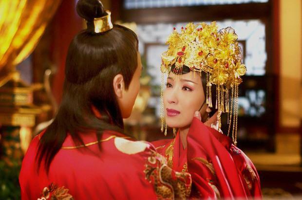 Không phải mỹ nhân, tính tình tàn độc lại hơn vua đến 19 tuổi nhưng người phụ nữ này vẫn khiến Hoàng đế si mê - Ảnh 2.