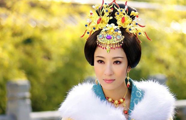Không phải mỹ nhân, tính tình tàn độc lại hơn vua đến 19 tuổi nhưng người phụ nữ này vẫn khiến Hoàng đế si mê - Ảnh 3.