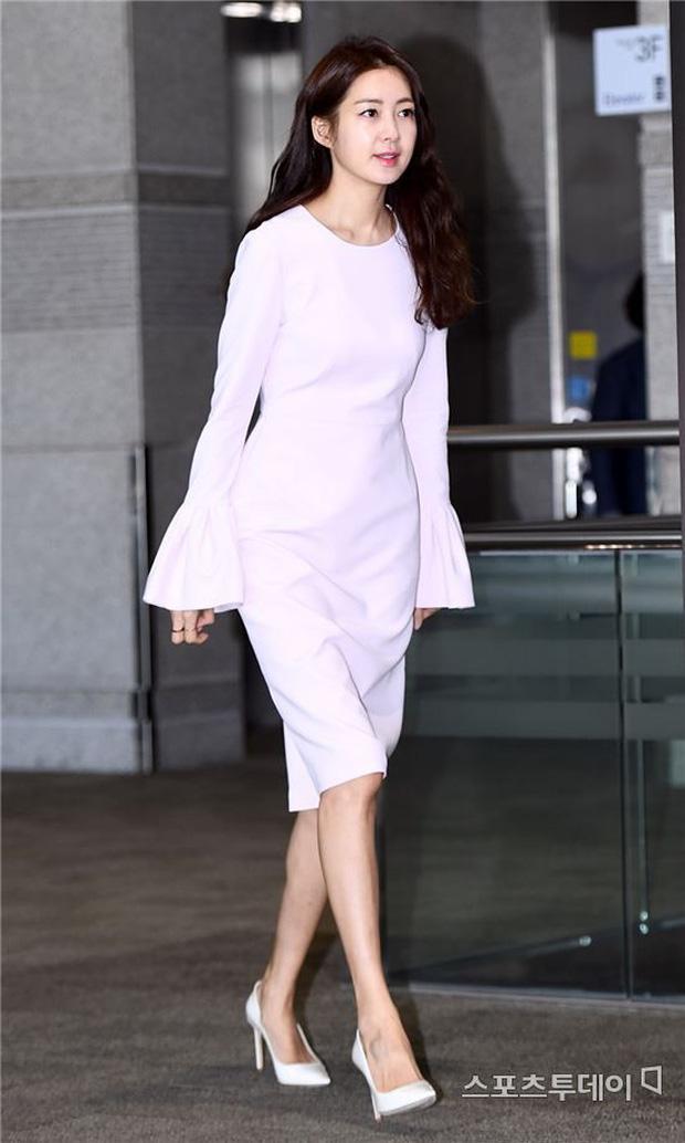 """Những mỹ nhân có khả năng trở thành những """"bảo bối không tuổi"""" u50 của làng giải trí Hàn trong 10 năm nữa - Ảnh 10."""