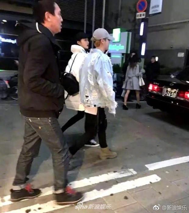 Cặp đôi Luhan - Quan Hiểu Đồng xuất hành đầu năm, ngọt ngào đưa nhau đi du lịch Nhật Bản - Ảnh 4.