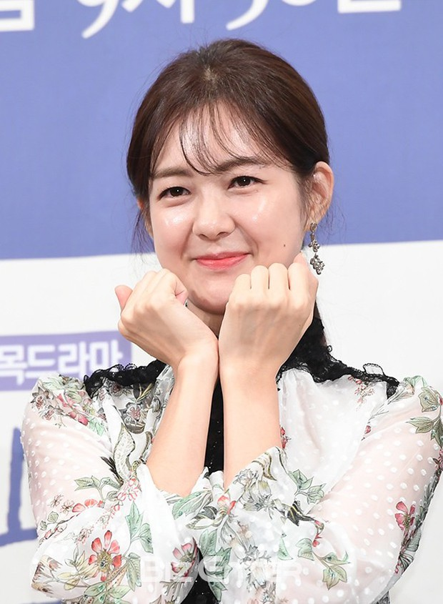 """Những mỹ nhân có khả năng trở thành những """"bảo bối không tuổi"""" u50 của làng giải trí Hàn trong 10 năm nữa - Ảnh 9."""