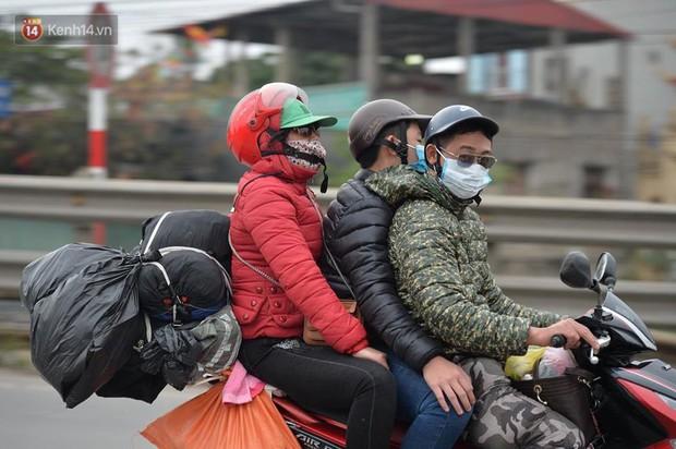 Cao tốc Pháp Vân ùn ứ nghiêm trọng chiều mùng 4 Tết do người dân bắt đầu trở lại Thủ đô - Ảnh 8.