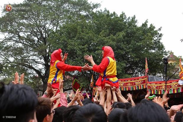 Chùm ảnh: 2 tiếng rước quả pháo dài 6 mét về làng Đồng Kỵ, mở màn mùa lễ hội đầu năm mới - Ảnh 9.