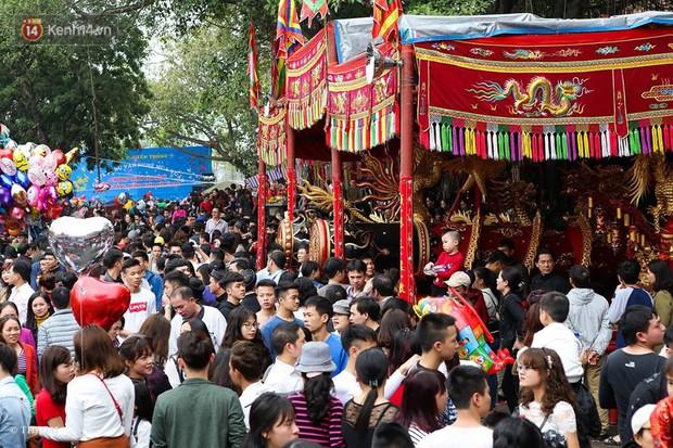 Chùm ảnh: 2 tiếng rước quả pháo dài 6 mét về làng Đồng Kỵ, mở màn mùa lễ hội đầu năm mới - Ảnh 4.