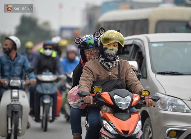 Cao tốc Pháp Vân ùn ứ nghiêm trọng chiều mùng 4 Tết do người dân bắt đầu trở lại Thủ đô - Ảnh 11.