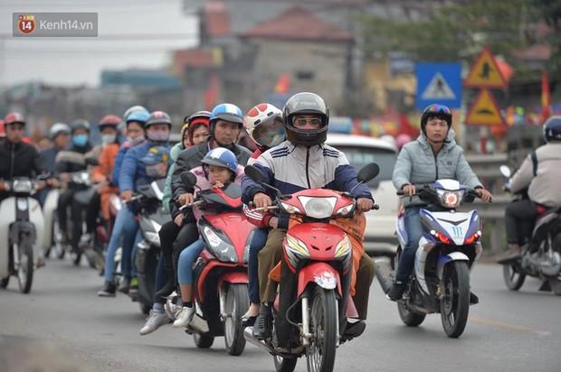 Cao tốc Pháp Vân ùn ứ nghiêm trọng chiều mùng 4 Tết do người dân bắt đầu trở lại Thủ đô - Ảnh 7.