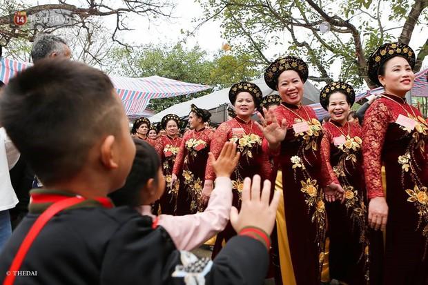 Chùm ảnh: 2 tiếng rước quả pháo dài 6 mét về làng Đồng Kỵ, mở màn mùa lễ hội đầu năm mới - Ảnh 11.