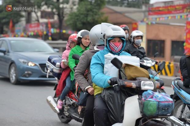 Cao tốc Pháp Vân ùn ứ nghiêm trọng chiều mùng 4 Tết do người dân bắt đầu trở lại Thủ đô - Ảnh 10.