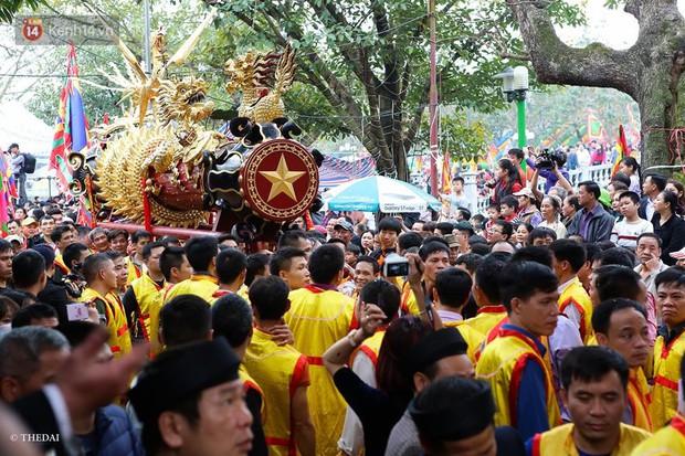Chùm ảnh: 2 tiếng rước quả pháo dài 6 mét về làng Đồng Kỵ, mở màn mùa lễ hội đầu năm mới - Ảnh 7.
