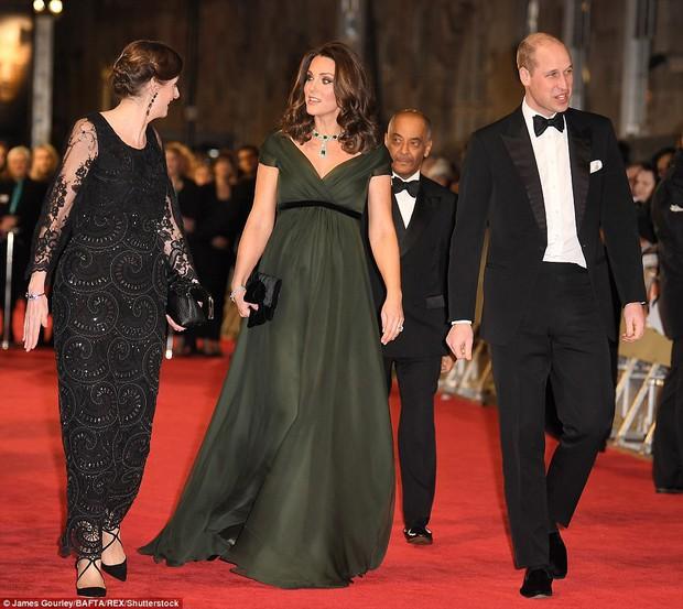 Thảm đỏ Oscar Anh Quốc: Dàn siêu sao tiếp tục khoe sắc với váy đen để ủng hộ phong trào chống quấy rối tình dục - Ảnh 12.