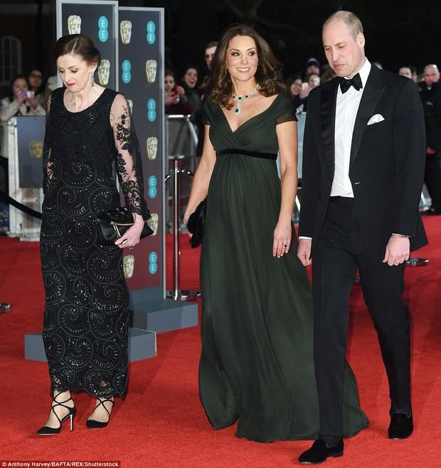 Thảm đỏ Oscar Anh Quốc: Dàn siêu sao tiếp tục khoe sắc với váy đen để ủng hộ phong trào chống quấy rối tình dục - Ảnh 13.