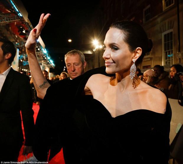Thảm đỏ Oscar Anh Quốc: Dàn siêu sao tiếp tục khoe sắc với váy đen để ủng hộ phong trào chống quấy rối tình dục - Ảnh 3.