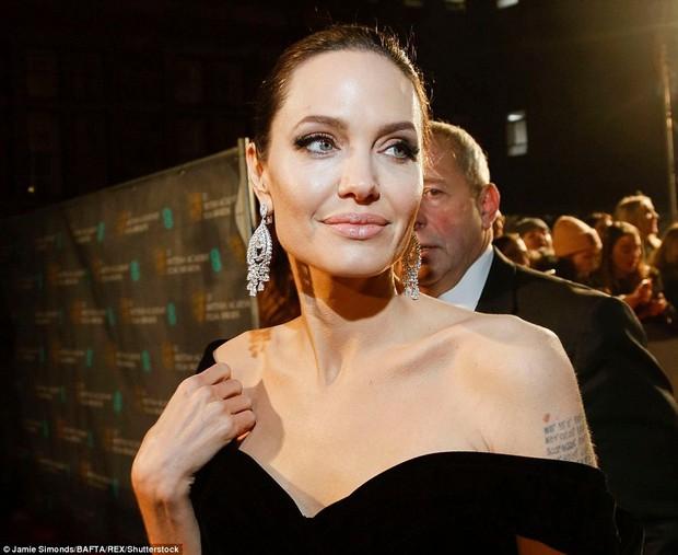 Thảm đỏ Oscar Anh Quốc: Dàn siêu sao tiếp tục khoe sắc với váy đen để ủng hộ phong trào chống quấy rối tình dục - Ảnh 5.