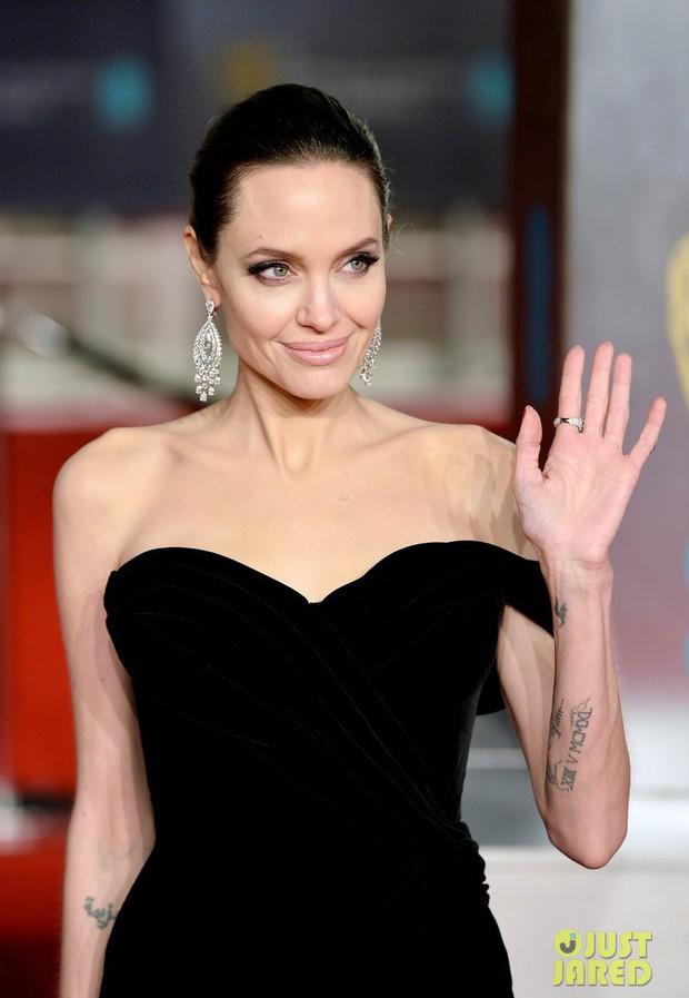 Thảm đỏ Oscar Anh Quốc: Dàn siêu sao tiếp tục khoe sắc với váy đen để ủng hộ phong trào chống quấy rối tình dục - Ảnh 4.