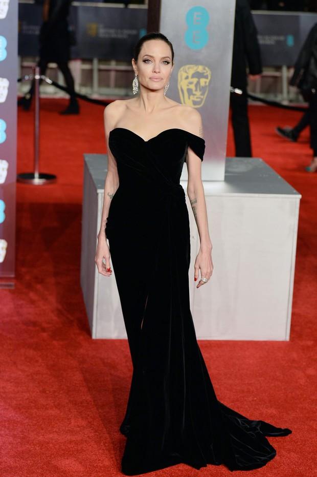 Thảm đỏ Oscar Anh Quốc: Dàn siêu sao tiếp tục khoe sắc với váy đen để ủng hộ phong trào chống quấy rối tình dục - Ảnh 1.