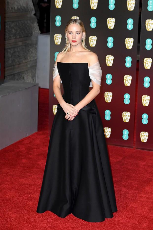 Thảm đỏ Oscar Anh Quốc: Dàn siêu sao tiếp tục khoe sắc với váy đen để ủng hộ phong trào chống quấy rối tình dục - Ảnh 9.