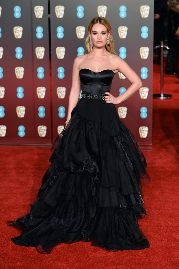 Thảm đỏ Oscar Anh Quốc: Dàn siêu sao tiếp tục khoe sắc với váy đen để ủng hộ phong trào chống quấy rối tình dục - Ảnh 19.