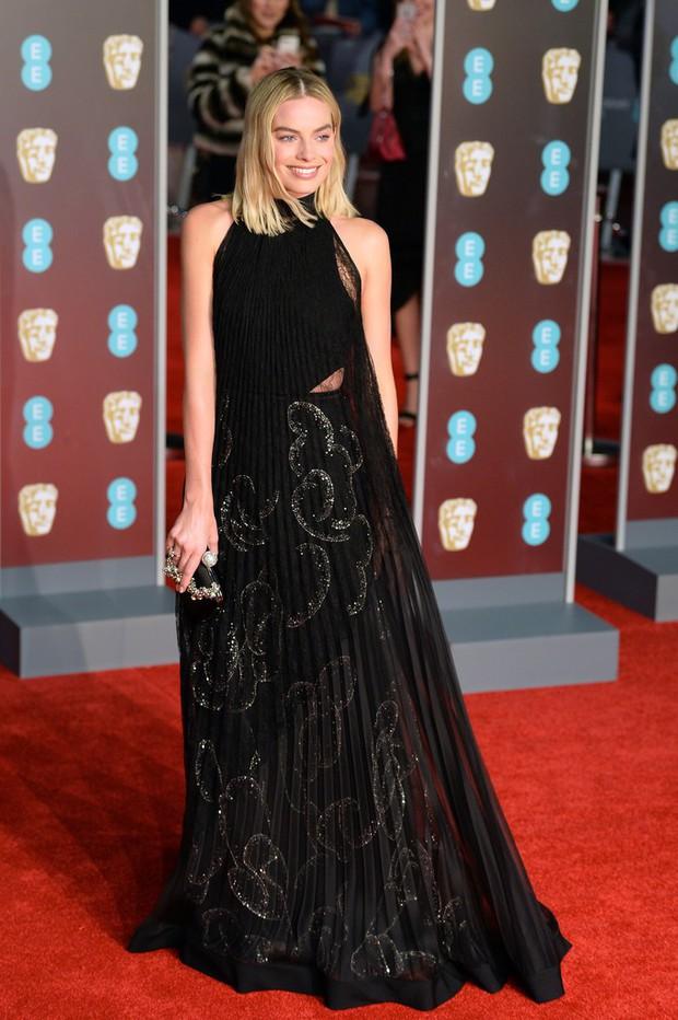 Thảm đỏ Oscar Anh Quốc: Dàn siêu sao tiếp tục khoe sắc với váy đen để ủng hộ phong trào chống quấy rối tình dục - Ảnh 10.