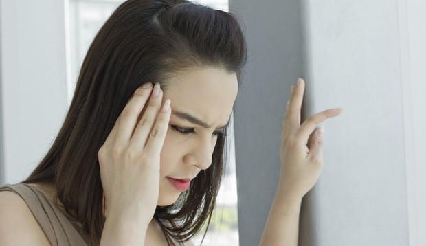 Thường xuyên có biểu hiện chóng mặt, buồn nôn là dấu hiệu bạn không nên xem thường - Ảnh 1.