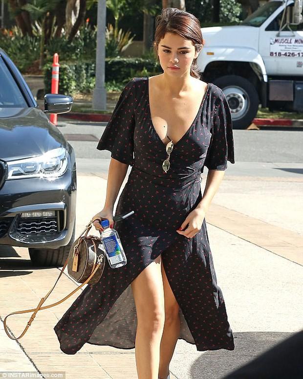 Selena Gomez cảm thấy thế nào khi Charlie Puth bỗng tiết lộ về cuộc tình bí mật của họ? - Ảnh 2.