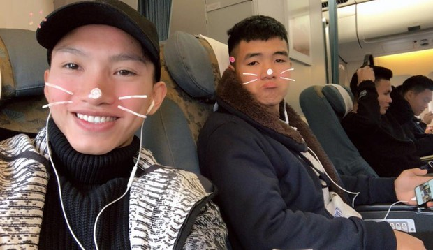 Fan đón U23 hạ cánh Sài Gòn cuồng nhiệt không khác gì sao Hàn! - Ảnh 21.