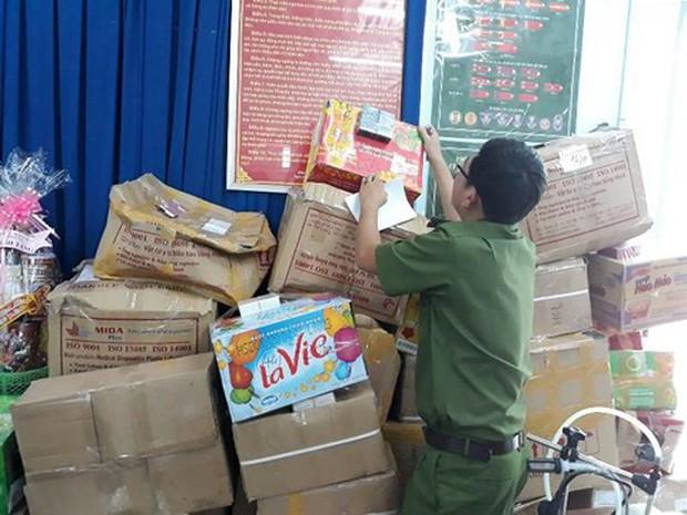 TP.HCM: Gần 10.000 chai nước hoa làm giả các nhãn hiệu nổi tiếng bị thu giữ - Ảnh 2.