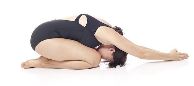 3 tư thế yoga tối ưu chị em có thể tập luyện trong những ngày đèn đỏ - Ảnh 6.