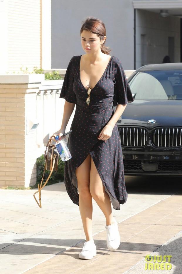 Selena Gomez cảm thấy thế nào khi Charlie Puth bỗng tiết lộ về cuộc tình bí mật của họ? - Ảnh 1.