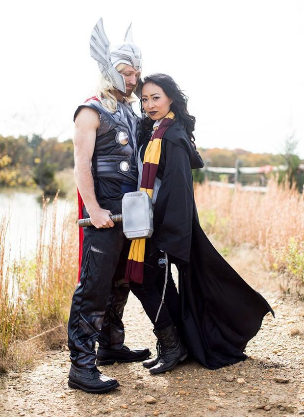 Quyết không chụp ảnh cưới đụng hàng, đôi vợ chồng lầy lội cosplay thành các nhân vật nổi tiếng - Ảnh 18.