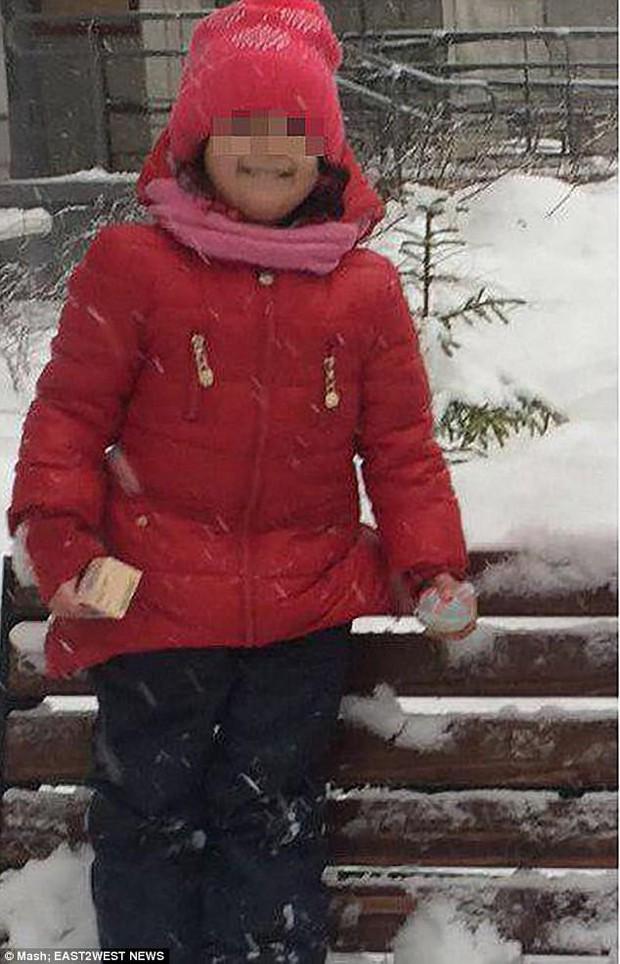Bé gái 3 tuổi chết đông cứng vì bị giáo viên mầm non bỏ quên ngoài trời -5 độ - Ảnh 2.