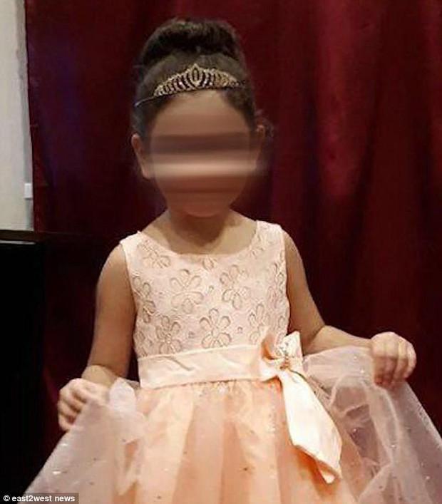 Bé gái 3 tuổi chết đông cứng vì bị giáo viên mầm non bỏ quên ngoài trời -5 độ - Ảnh 3.