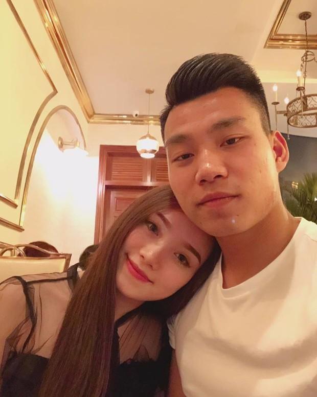 Tết của U23: Người khoe ảnh lãng mạn với bạn gái, người vui vẻ sum họp bên gia đình - Ảnh 1.