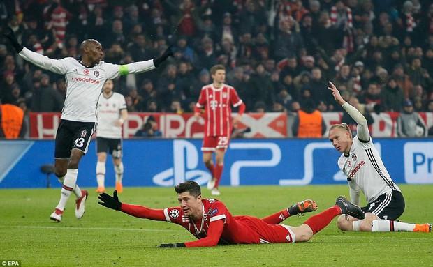 Bayern Munich hủy diệt Besiktas, đặt một chân vào tứ kết Champions League - Ảnh 2.