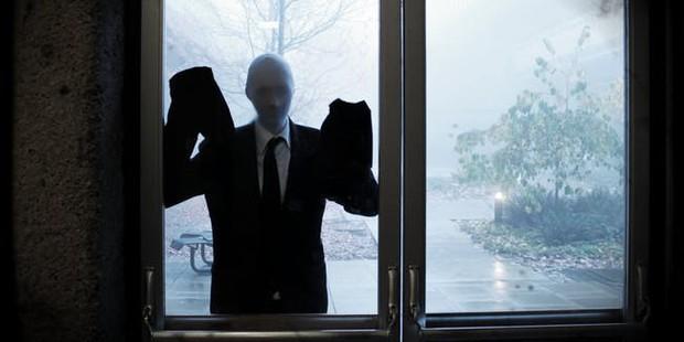 Slender Man: Ra đời từ một cuộc thi Photoshop, trở thành cơn ác mộng đáng sợ nhất được cộng đồng mạng truyền tay - Ảnh 2.