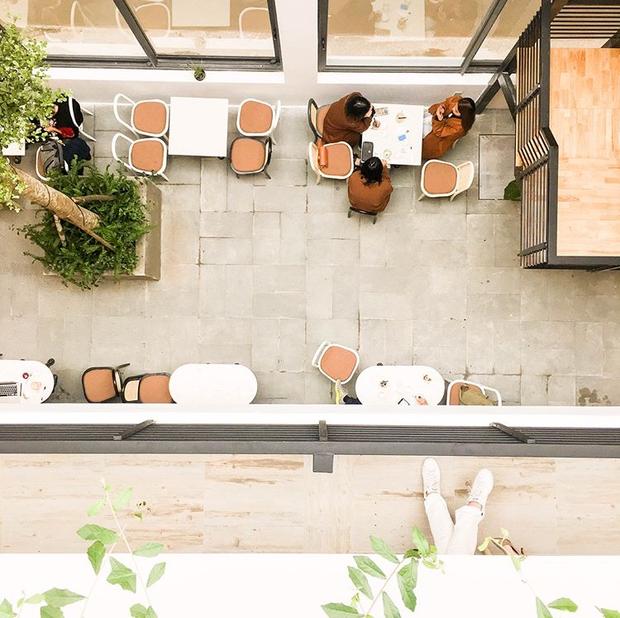 Lê la chụp ảnh cả ngày với 3 quán cà phê mới đủ mọi phong cách ở Đà Nẵng - Ảnh 1.