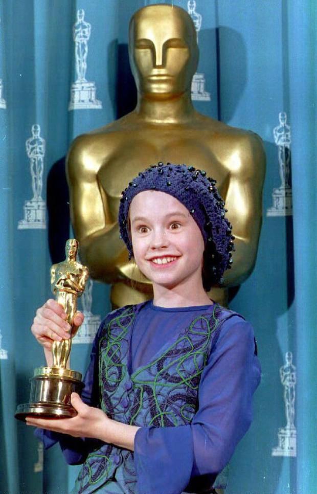 Nhìn lại những phút giây kinh điển nhất trên sân khấu trao giải Oscar suốt 89 năm qua (Phần 1) - Ảnh 6.
