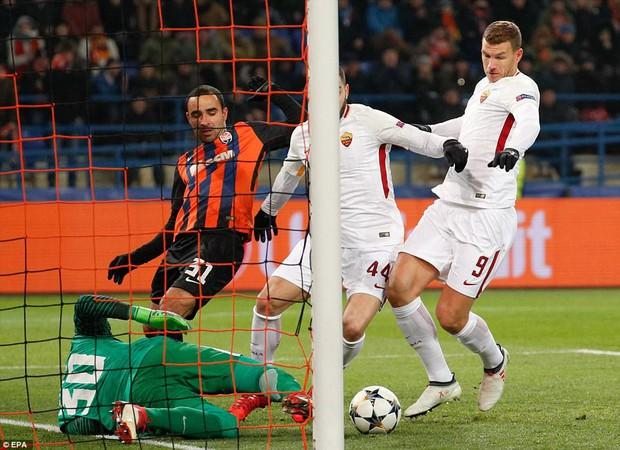 Mục tiêu của Man City lập siêu phẩm, đại diện Ukraine gây bất ngờ lớn ở Champions League - Ảnh 2.