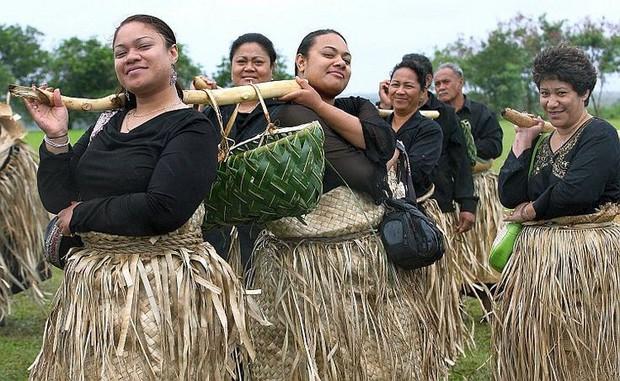 Ghé thăm Tonga, nơi phụ nữ phải béo mới đẹp, chồng đi chơi về muộn là lấy gậy tre ra... đánh - Ảnh 2.