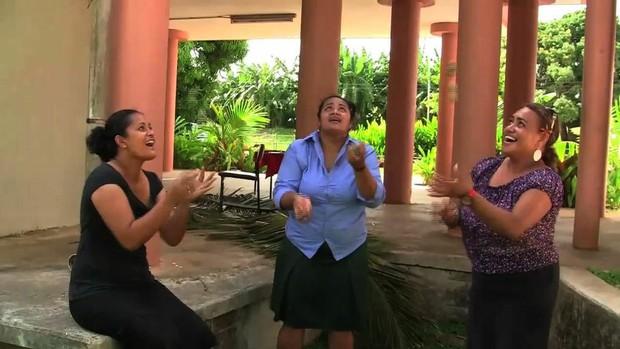 Ghé thăm Tonga, nơi phụ nữ phải béo mới đẹp, chồng đi chơi về muộn là lấy gậy tre ra... đánh - Ảnh 8.