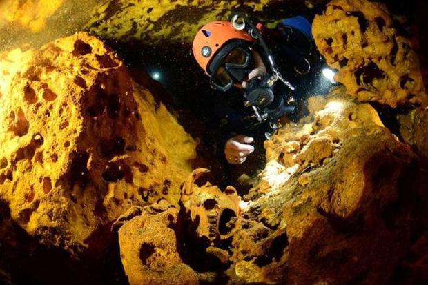 Lặn xuống hang động lớn nhất thế giới, phát hiện thế giới bí ẩn của người Maya - Ảnh 6.