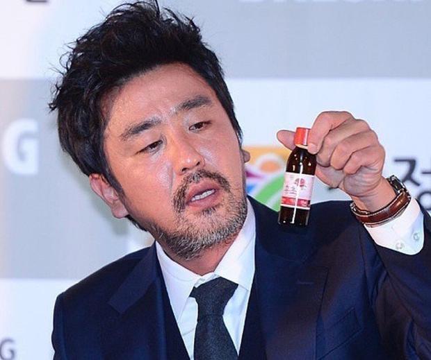 Chỉ bằng một cốc nước, netizen chắc nịch Lee Byung Hun là người có diễn xuất đỉnh nhất xứ Hàn - Ảnh 8.