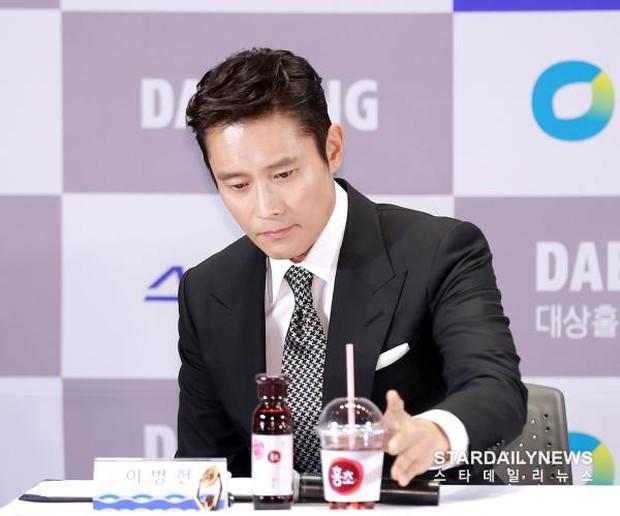 Chỉ bằng một cốc nước, netizen chắc nịch Lee Byung Hun là người có diễn xuất đỉnh nhất xứ Hàn - Ảnh 12.