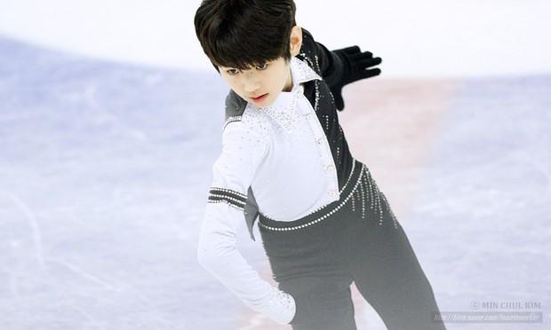 Lộ diện hoàng tử sân băng nữa khiến chị em ngây ngất: Mới 16 tuổi, thần thái Park Sung Hoon đã lôi cuốn thế này rồi! - Ảnh 2.