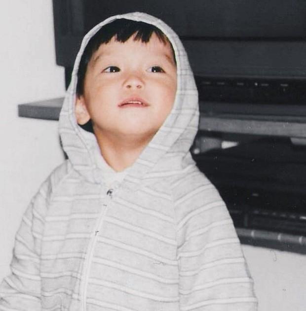 Ảnh hồi bé của Chris Khoa: Chắc kiếp trước cứu thế giới nên bây giờ mới hoàn hảo như thế! - Ảnh 3.