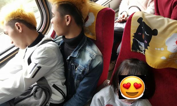Câu chuyện 2 lao động Việt Nam nhường ghế cho em bé Đài Loan trên chuyến tàu Tết khiến cư dân mạng xúc động - Ảnh 1.
